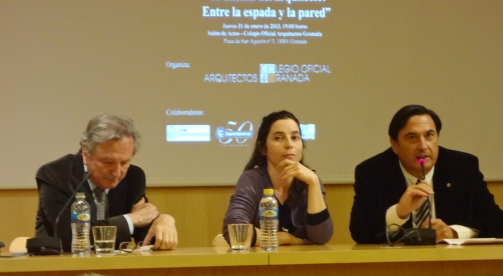 De izq. a derecha: Rafael Moneo, Marta Gutiérrez (Decanada del COAG) y Ángel Gijón