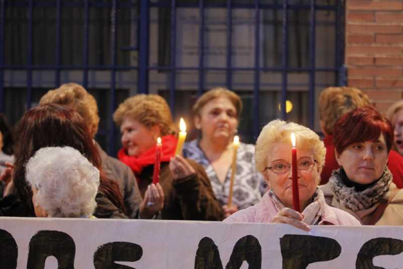 AAG 141202 PROTESTA CON VELAS 010