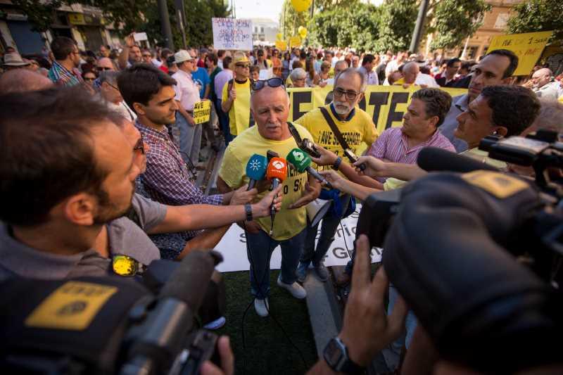 20160917.- FOTO: FERMIN RODRIGUEZ. Manifestación por un AVE digno para Granada.