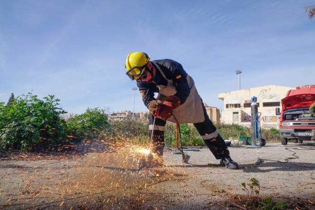 Simulacro de rescate de los bomberos en el Estadio de la Juventud..   Foto: Ramón L. Pérez