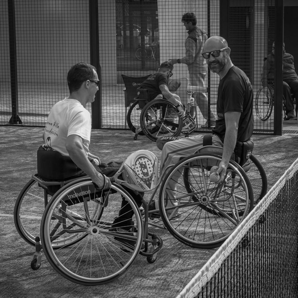 Una mano para golpear y otra para ganar el sitio - Deportes en silla de ruedas ...