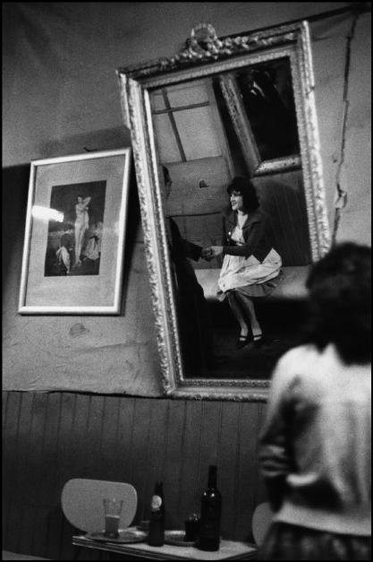 "CHILE. Valparaiso. 1963. The ""Seven Mirrors"" cafe."