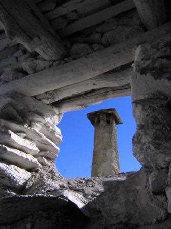Bonito detalle de chimenea en Capilerilla, Granada./ Javier Callejas (Archivo GR)