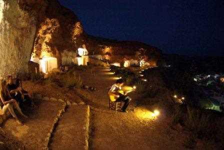 Concierto en las cuevas medievales de Beas de Guadix./ Torcuato Fandila