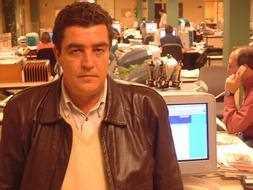 Emilio Calatayud durante una visita a la redacción de Ideal./ Archivo Ideal