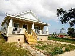 Las viviendas de Pitt están fabricadas con materiales reciclados y son a prueba de inundaciones./ Archivo Ideal