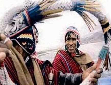 Aymaras en Omasuyos haciendo gala de su cultura.