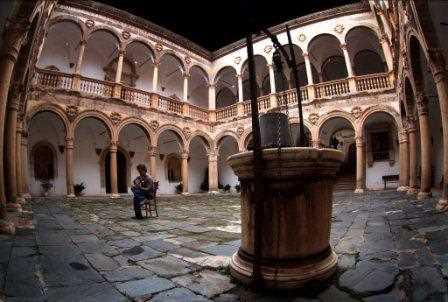 El patio interior del Castillo de la Calahorra./ Torcuato Fandila