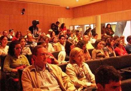 Parte del numeroso público asistente. Más de 120 personas se dieron cita en la sede del COAGR./ Ángela Fernández