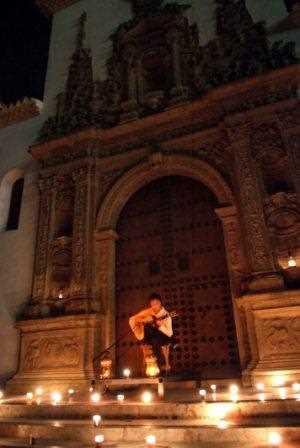 Fachada de la Iglesia de Santiago vista desde la placeta del mismo nombre./ Torcuato Fandila