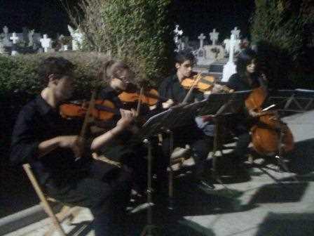 La música fue mágica en el cementerio accitano./ Archivo GR