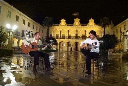 La Plaza de las Palomas mojada por la lluvia./ Torcuato Fandila
