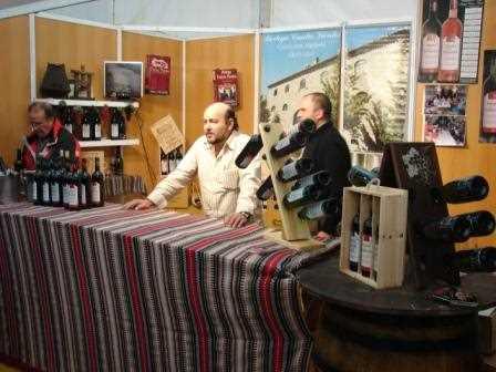 Francisco Molina en el stand de la bodega en la Feria del Vino de este año./ Archivo GR