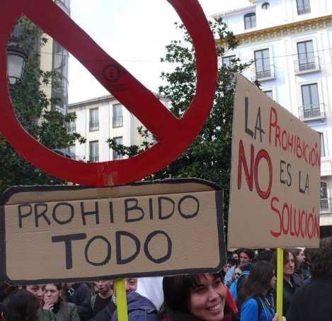 Granada, la ciudad donde todo está prohibido.