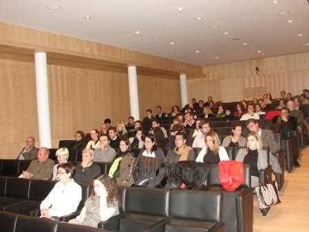 Numeroros publicistas atentos a las conclusiones de La Ciudad Comprometida./ Angie
