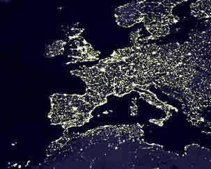 Europa vista por la noche desde un satélite.