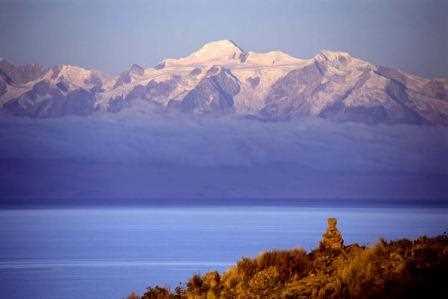 La Cordillera Real frente a la Isla del Sol.
