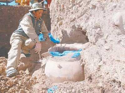 Excavaciones en el cementerio precolombino.