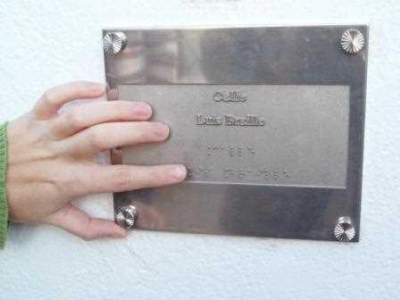 Indicadores en braille para invidentes.