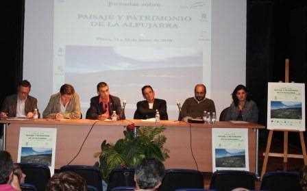 Mesa redonda con los participantes a las jornadas.