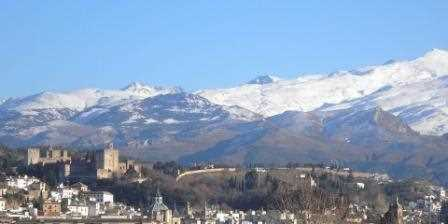 La Alhambra y Sierra Nevada vista desde el puente de Renfe./ José Antonio Brenes