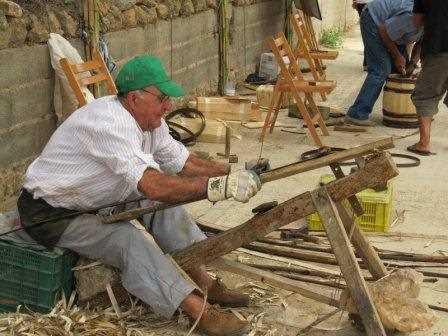 Muestra de artesanía alpujarreña durante el festival de Almócita.