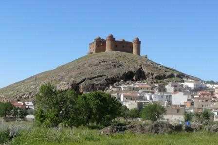 Vista del pueblo y del castillo de La Calahorra.