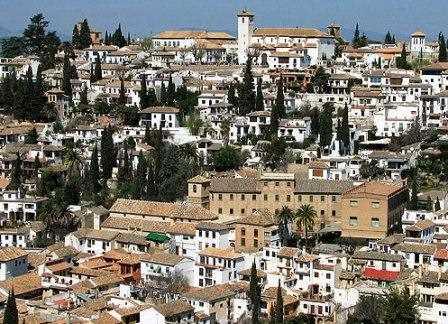 Bonita panorámica del barrio del Albaicin en Granada.
