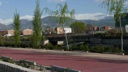 Carril bici en la vega de Granada.