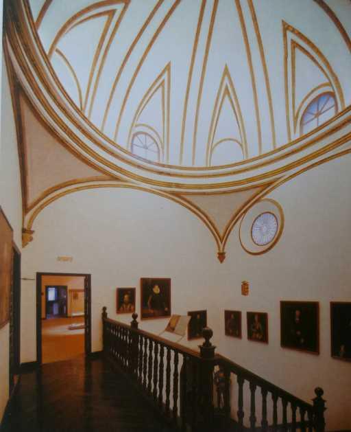 Escalera Principal: Imagen de la guía oficial museo casa de los tiros de granada