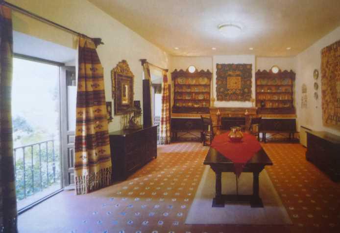 Vista general de la Sala V: Colección de barros. Imagen de la guía oficial museo casa de los tiros de granada