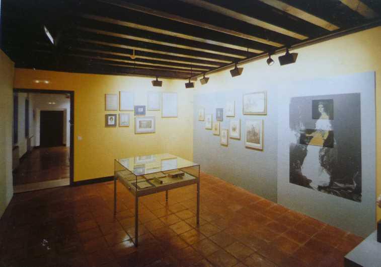 Vista general de la Sala La mujer granadina. Imagen de la guía oficial museo casa de los tiros de granada