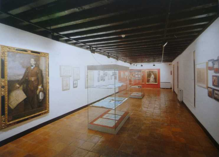 Vista general de la Sala Los grandes acontecimientos del siglo XIX. Imagen de la guía oficial museo casa de los tiros de granada