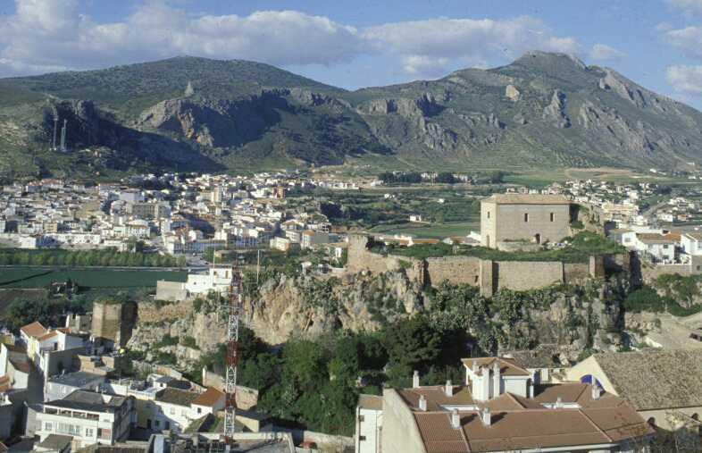 Vista de Loja, su vega más cercana y las ruinas de la Alcazaba.