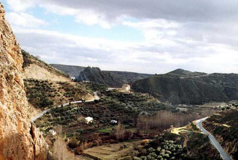 Río Castril, aguas abajo del embalse del Portillo, del que se riegan olivares y huertas en laderas y terrazas.
