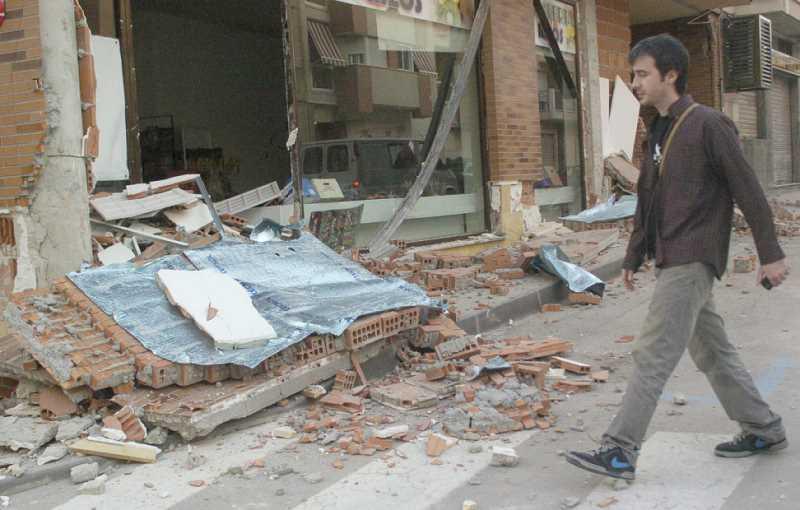 Imagen de elementos no estructurales derrumbados. FUENTE: publico.es