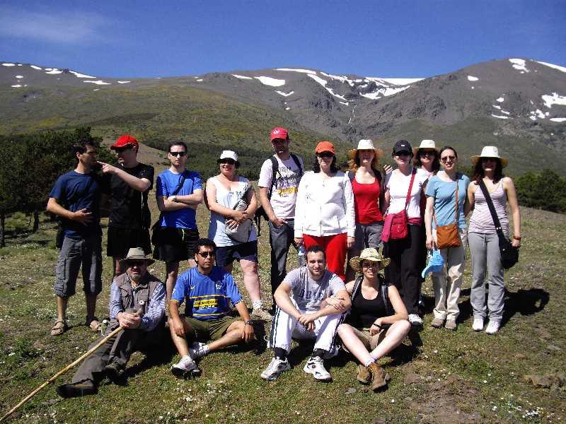Parte del equipo de GRarquitectos con el Picón de Jérez al fondo.
