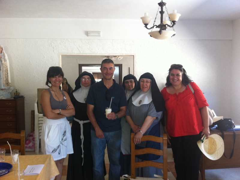 Elena, Raquel y Juan Carlos junto a las hermanas