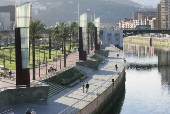 El Paseo de Abandoibarra, en Bilbao. FUENTE: elpais.com