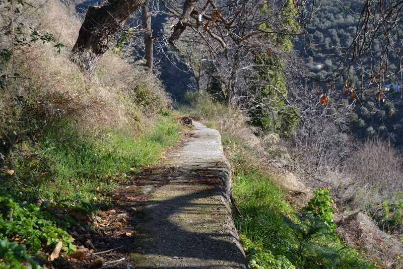 Acequia del Aceituno entubada. FUENTE: http://marianolanjaron.blogspot.com