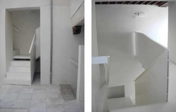 A la Izquierda: Arranque en el patio de la escalera principal con sus dos zancas opuestas. A la derecha: desembarco de la escalera de planta segunda ejecutada en chapa de acero plegada.