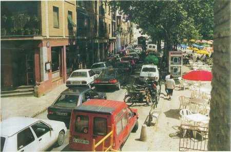 Imagen antigua del Paseo de los Tristes con vehículos. FUENTE:otragranada.org