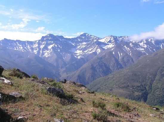 Alto Genil con la cara Norte de los tres miles entreotros Puntal de Vacares, Alcazaba y Mulhacen. FUENTE: cuadernosdelsulayr.com
