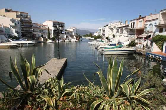 Canales de Empuriabrava (Girona). FUENTE: elpais.com
