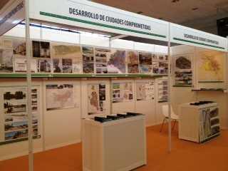 """Stand de DCC en la """"Semana del Municipalismo Iberoamericano"""". Fuente: elaboración propia"""