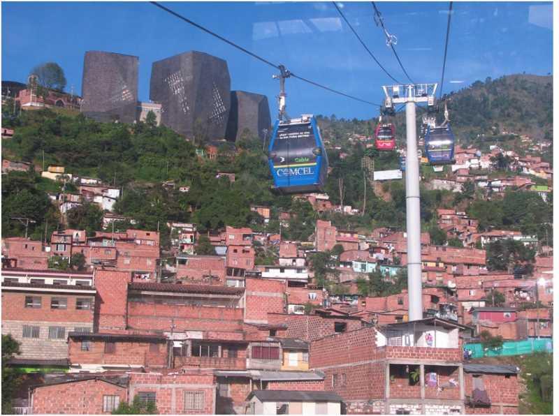Biblioteca España en Medellín, de Giancarlo Mazzanti. Fuente:Laciudadviva.org