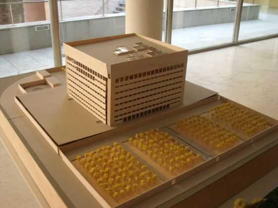 """Alberto Campo Baeza. Caja Granada. ES. 2001. Fuente: exposición """"Microarquitecturas: volúmenes en composición"""""""