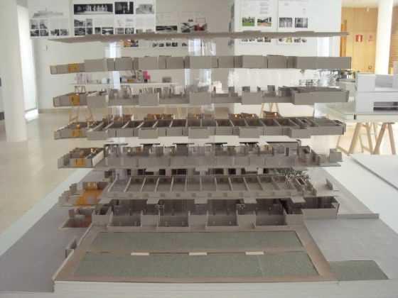 """Louis I. Khan. Instituto Salk. USA. 1967-1972. Fuente:exposición """"Microarquitecturas: volúmenes en composición"""""""