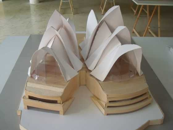 """Jorn Utzon. Opera de Sidney. Au. 1956-1973. Fuente: exposición """"Microarquitecturas: volúmenes en composición"""""""