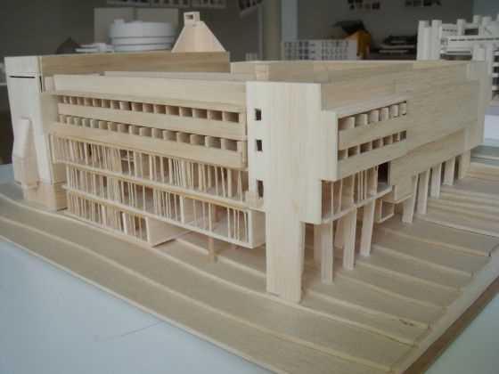 """Convento de la Tourette. Le Corbusier. FR. 1957-1960.  Fuente: exposición """"Microarquitecturas: volúmenes en composición"""""""